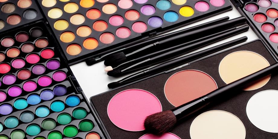 Poudres-cosmétiques-compacts-pinceau-brush